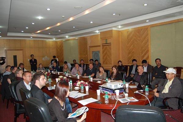 2012年5月6日冯晓峰同志与欧洲考察团在徐水浅谈建设机械二手设备发展